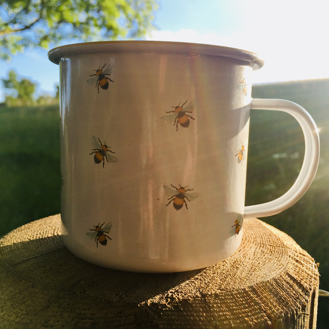 Citronella garden candle in a Bee Happy tin