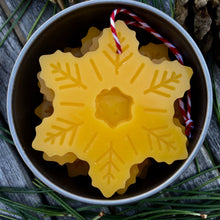 Beeswax Christmas decoration - 5 snowflakes in a gift tin