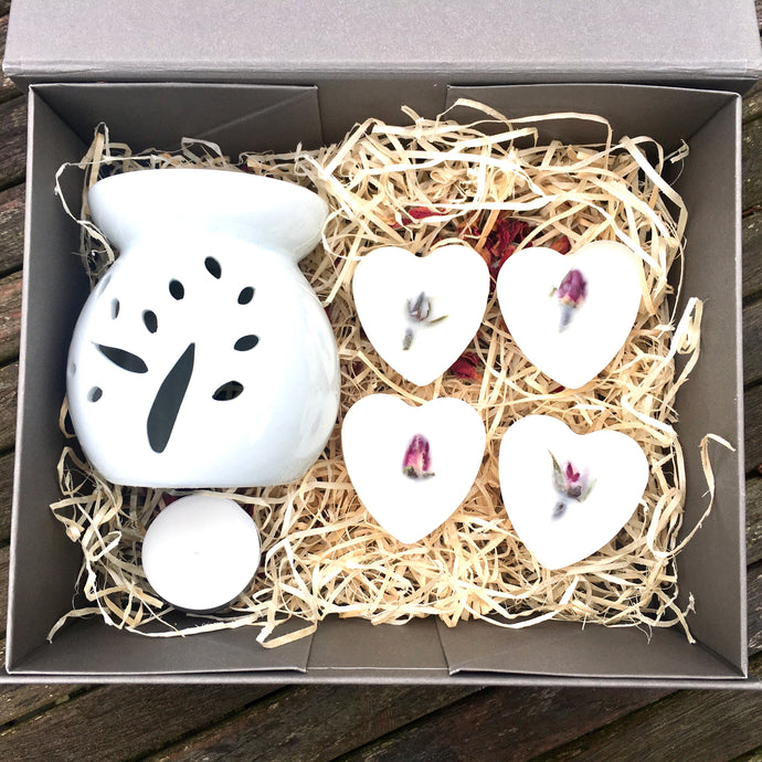 Gift set *wax melter + rose melts*: includes wax burner and 4 rose soy wax melts