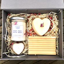 Gift set *Rose Geranium*: natural soap, wooden soap dish, bath soak + candle. Perfect for Valentine's Day