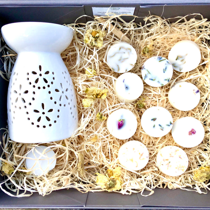 Gift set *wax burner + melts*: includes wax burner and a selection of botanical soy wax melts in a festive gift box