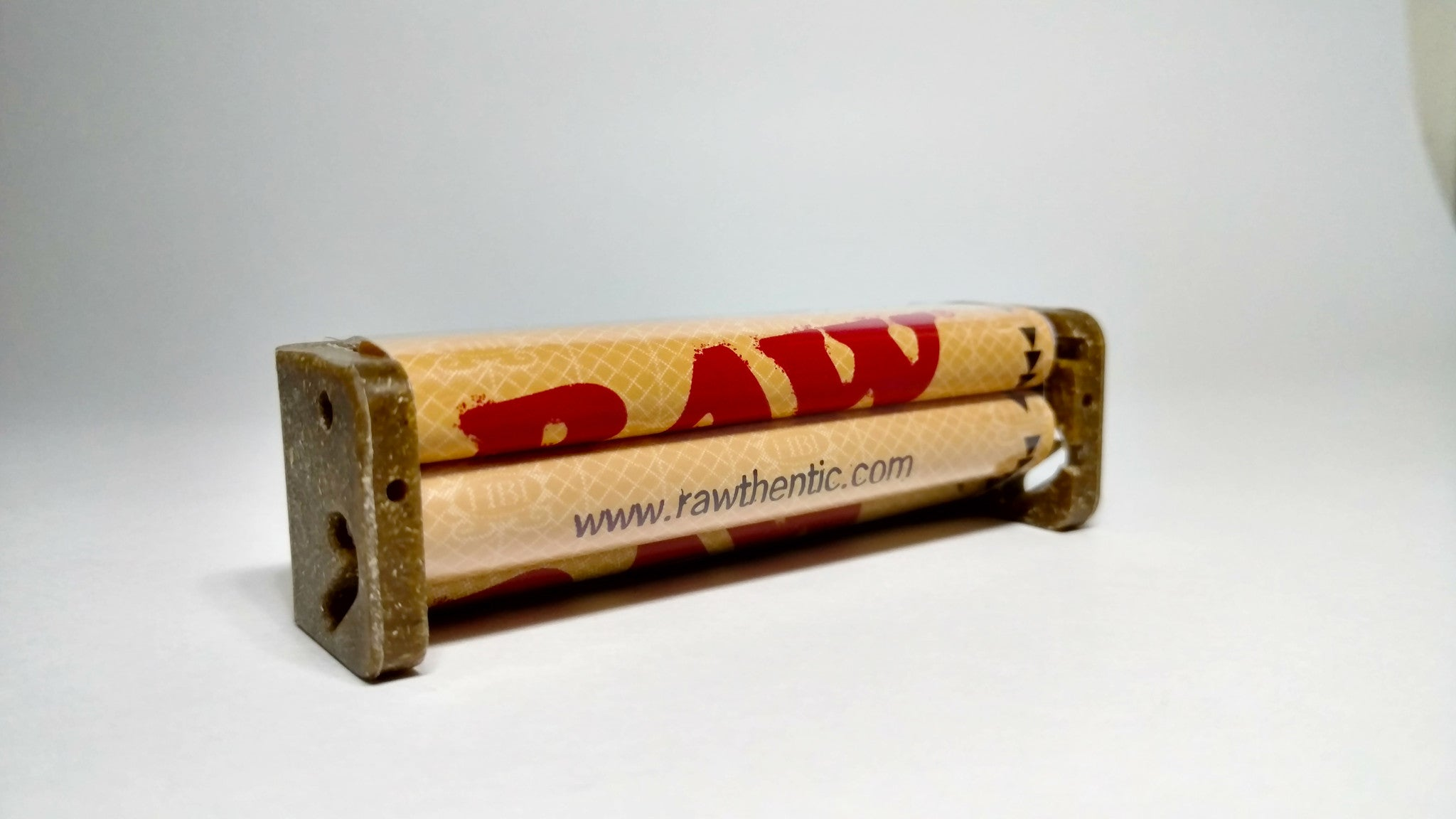 RAW 79mm rolling machine - iRoboSmoke