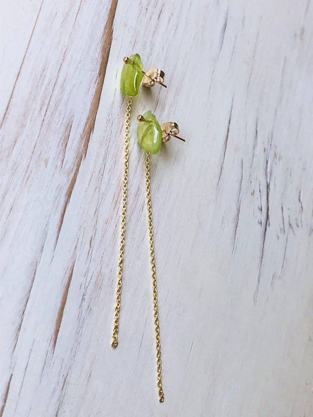 Raw Chain Peridot Earrings