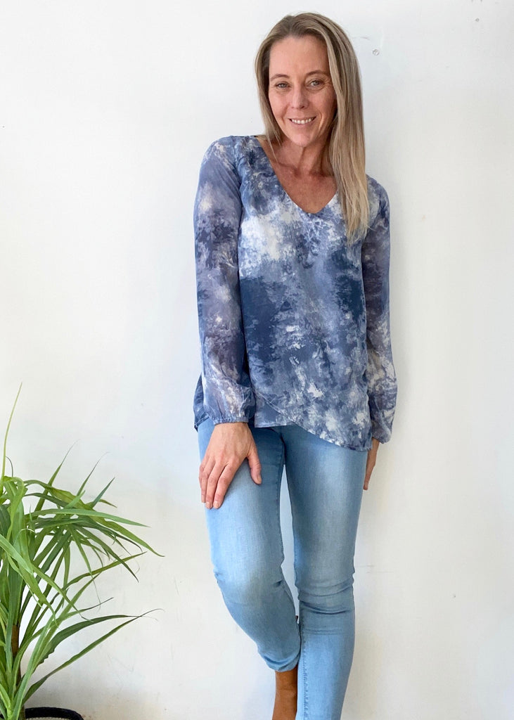 JENNIFER LAYER TOP - TIE DYE BLUE