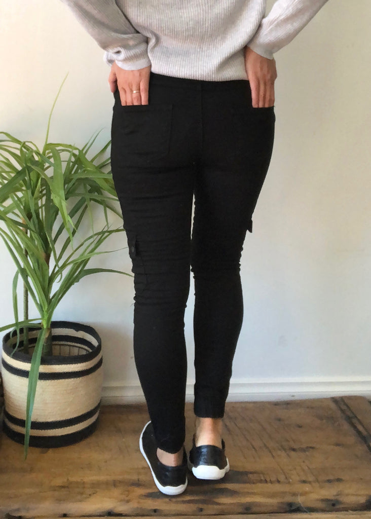 ELIZA SKINNY POCKET CARGO- BLACK