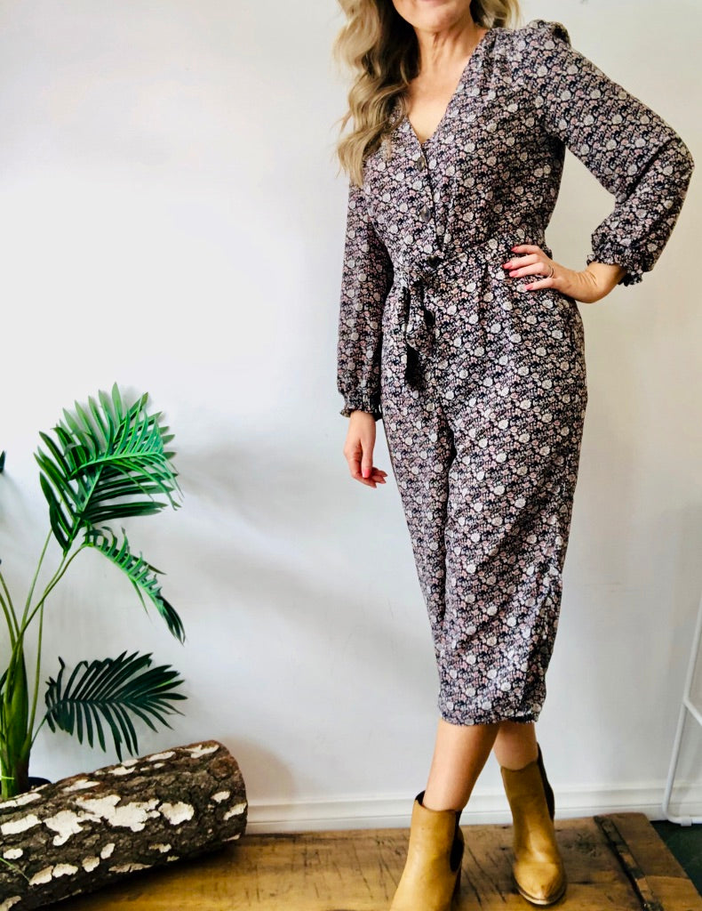 BRIELLE BUTTON JUMPSUIT - NAVY FLORAL