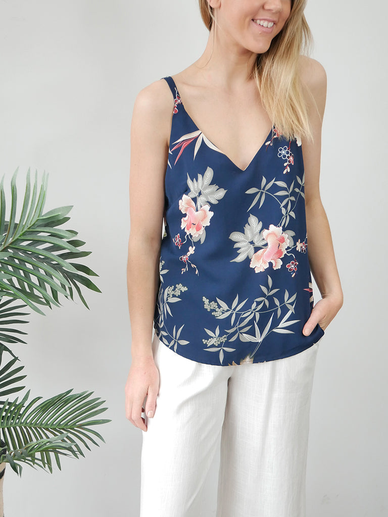 NIKKI TOP - NAVY FLORALS