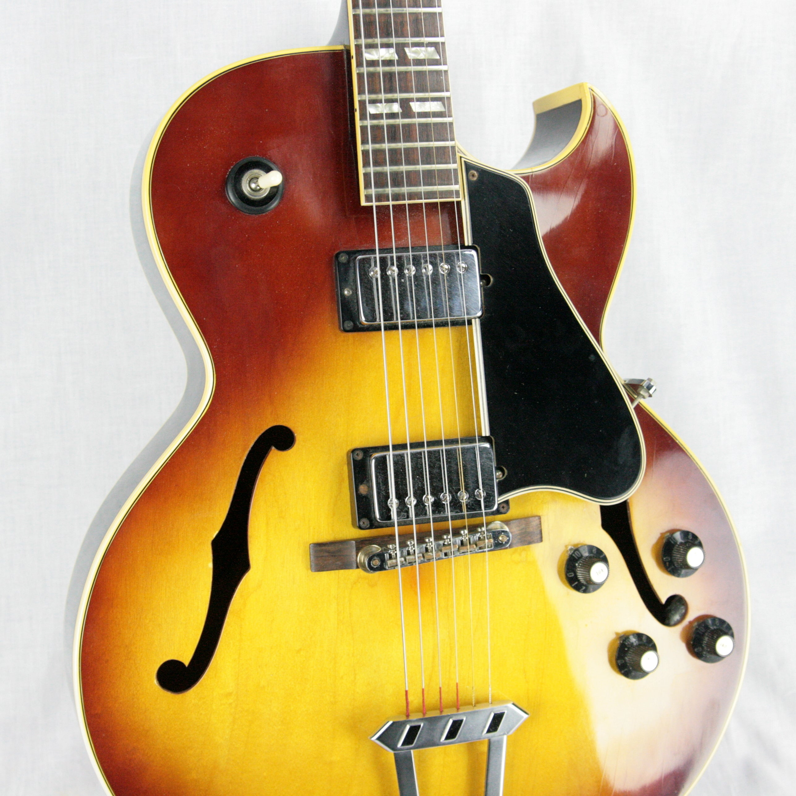 1969-1970 Gibson ES-175 Archtop Electric Guitar! Sunburst Finish, No Volute, Patent Sticker Pups!