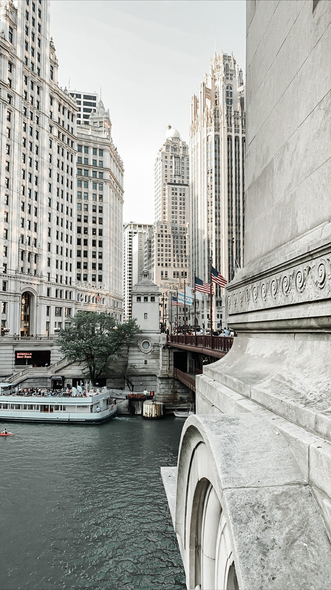 MONTGOMERY COLLECTION X CHICAGO