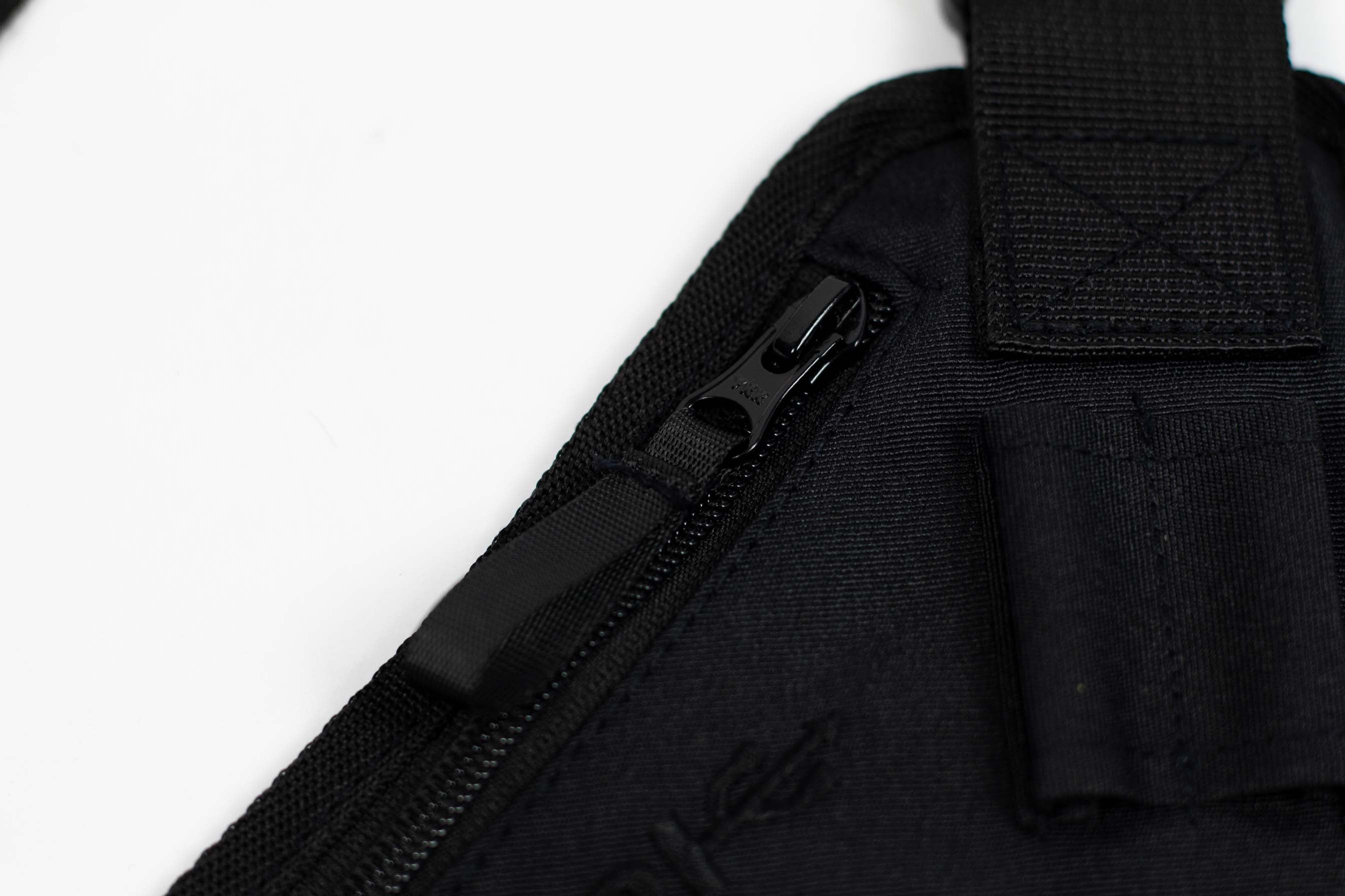 CROSS BODY BAG // BLACK