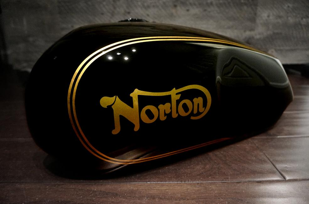 Norton Commando Black