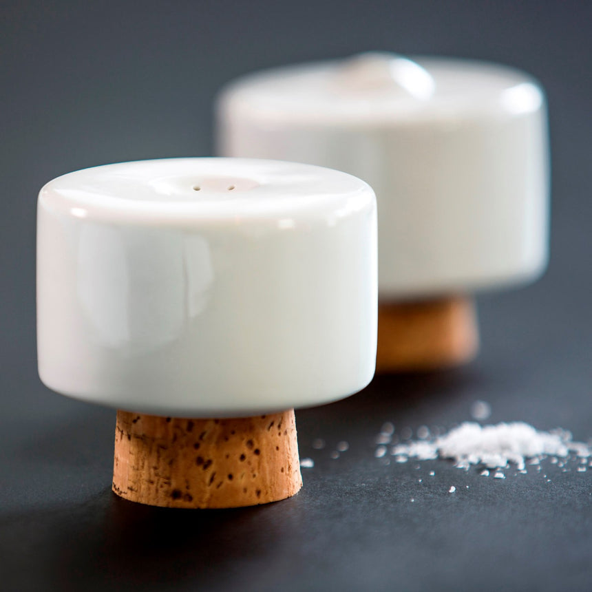 SHAKE salt & pepper shakers