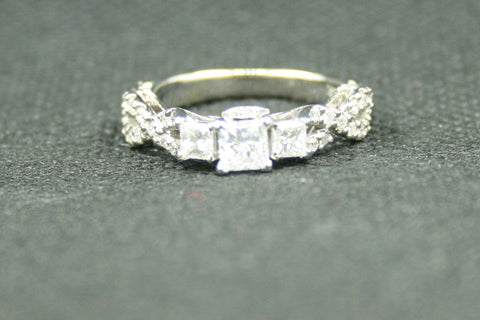 1.17ctw. 3 PRINESS CUT AND ROUND DIAMOND 18K WHITE GOLD LADIES ENGAGEMENT RING