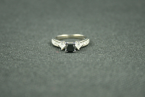 1.56 TCW PRINCESS CUT BLACK AND WHITE DIAMOND AND ROUND WHITE DIAMOND ENGAGEMENT RING