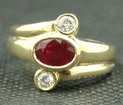 14K YELLOW GOLD OVAL RUBY AND ROUND DIAMOND FINE RING