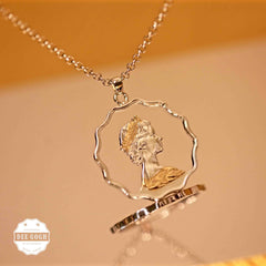 The 'Her Majesty II' Pendant / Charm (1975-1984)