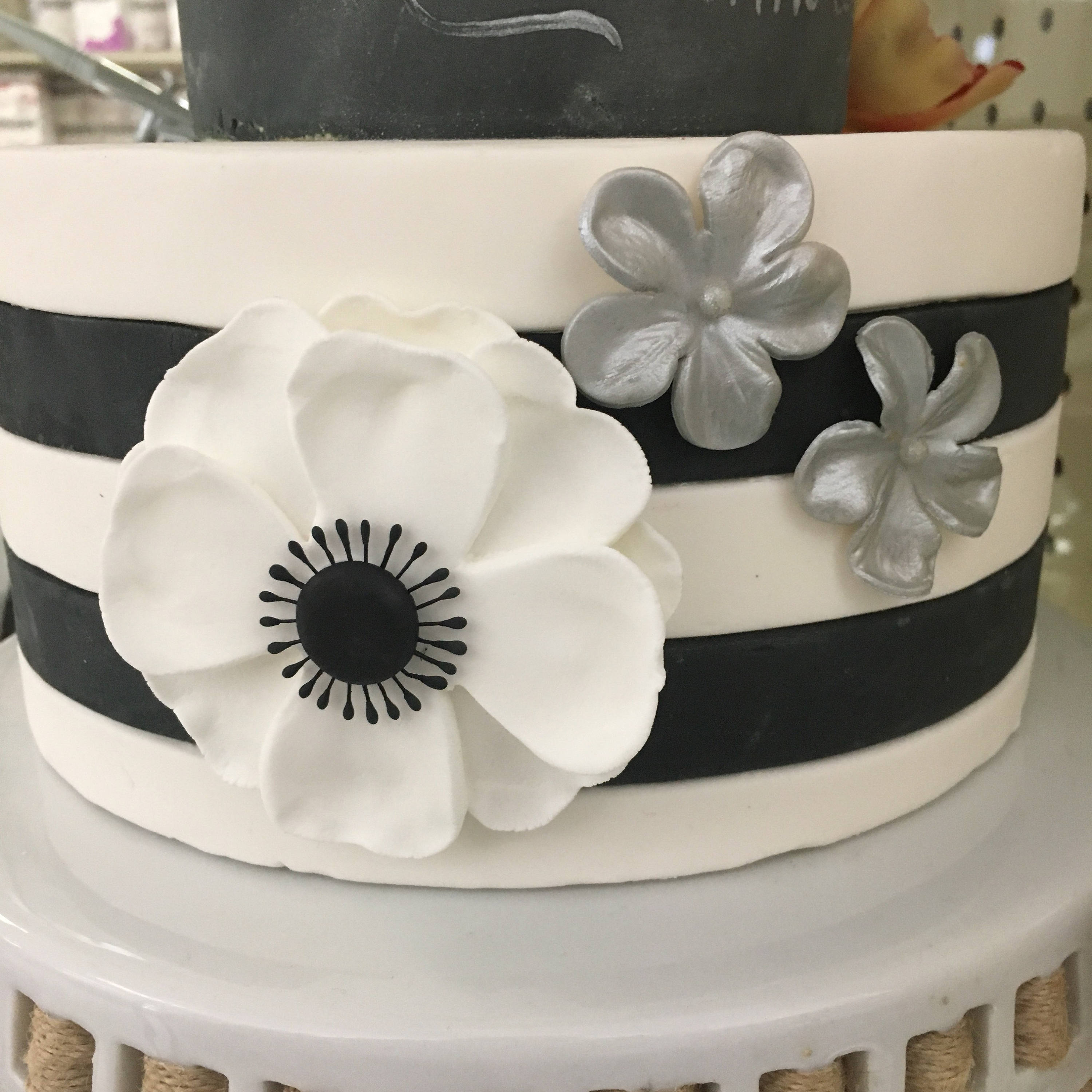 Black And White Anemone Gumpaste Flower Crown Bakery Supply
