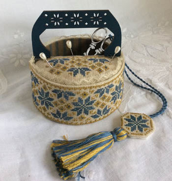 Blue Quaker Sewing Basket - Mani Di Donna