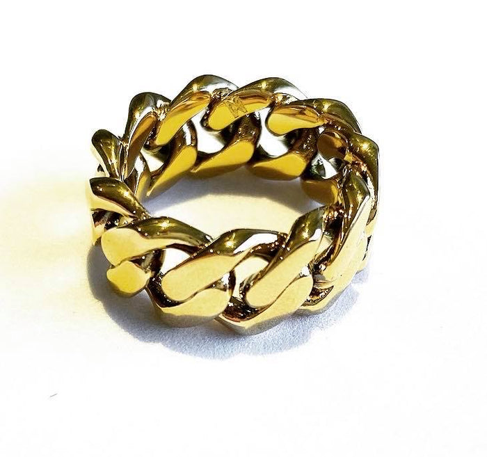 The 'Cuban' ring in 18K Gold