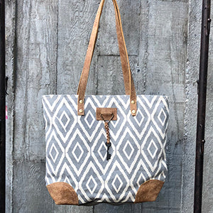 Chloe & Lex - Double Diamond Tote Gray White