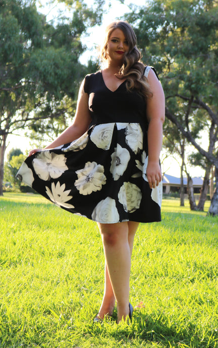 Stacey Dress in Monochrome Florals - Size 12