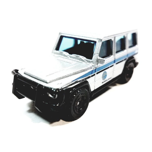 Matchbox Limited Jurrasic World Legacy Edition 2014 Mercedes Benz G550 FMX11 Truck 1/64 S Scale Diecast