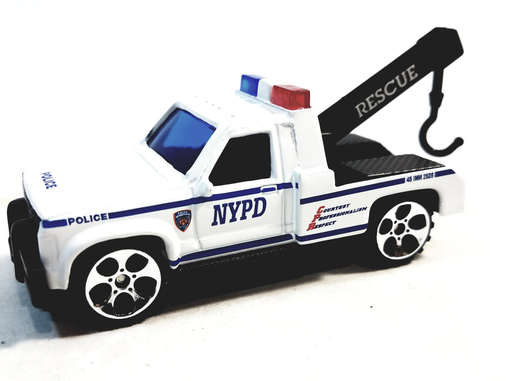 DARON New York City NYPD Rescue Police Tow Truck 1/64 S Scale Diecast Wrecker