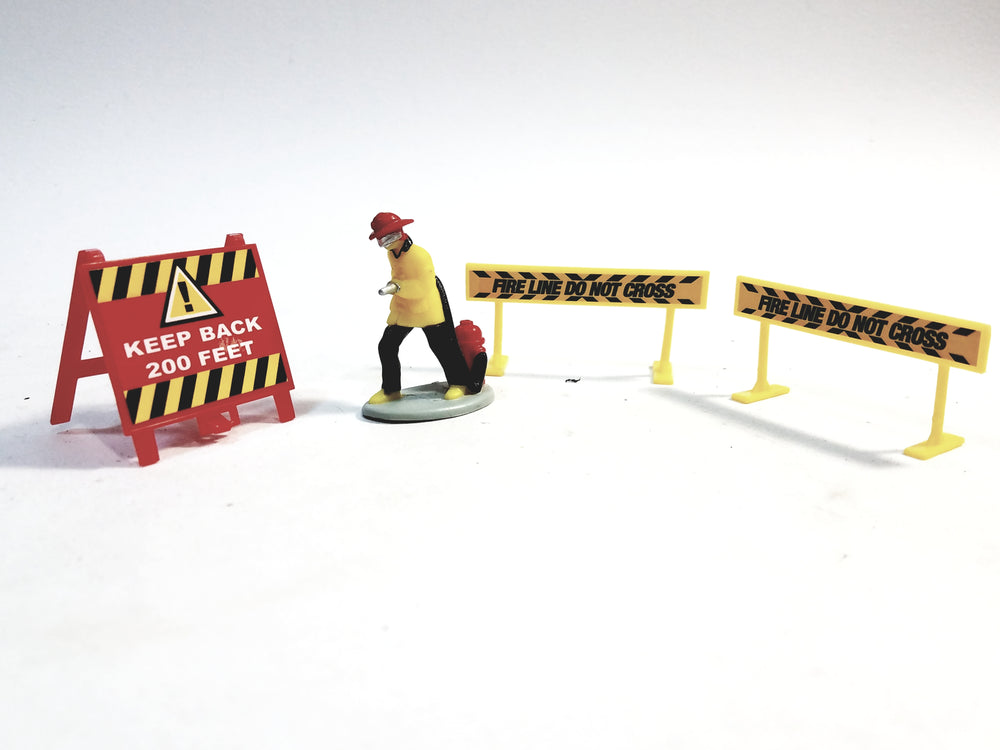 Daron New York City FDNY Fireman Figure With Hose & Hydrant 2 Barriers & Sign Accessory 1/64 S Scale (No Box)