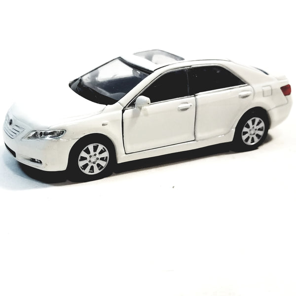 "Welly Toyota Camry Eggshell White 2 Door Hard Top 4.5"" Scale Diecast Car"