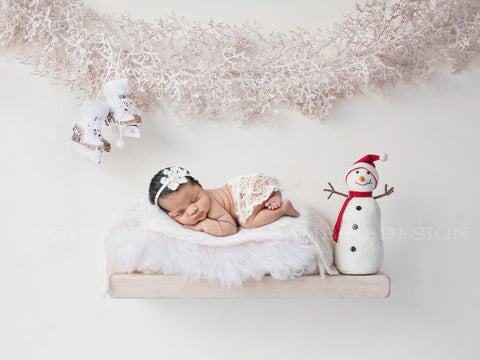 Newborn Digital Backdrop for Christmas - Chunky cream shelf with cute snowman, ice skates and a Christmas garland
