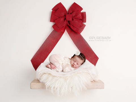 Newborn Digital Backdrop for Christmas - Chunky cream shelf with bright red Christmas bow