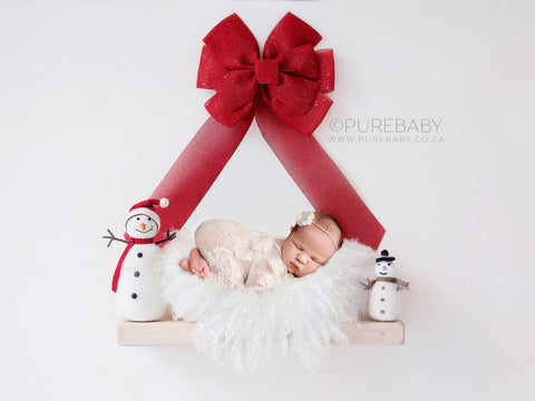 Newborn Digital Backdrop for Christmas - Chunky cream shelf with bright red Christmas bow and snowmen