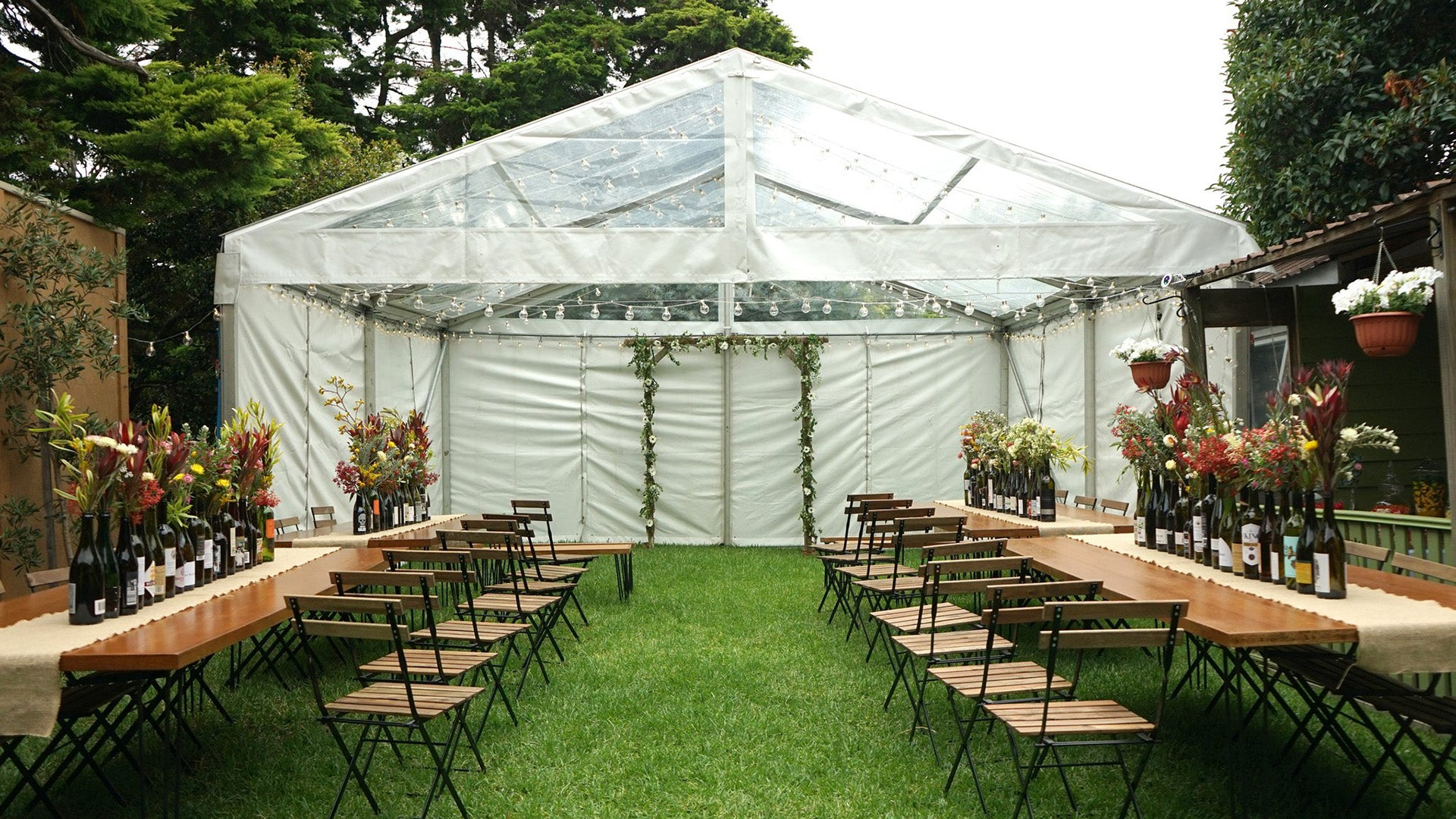 Minimalist outdoor wedding reception