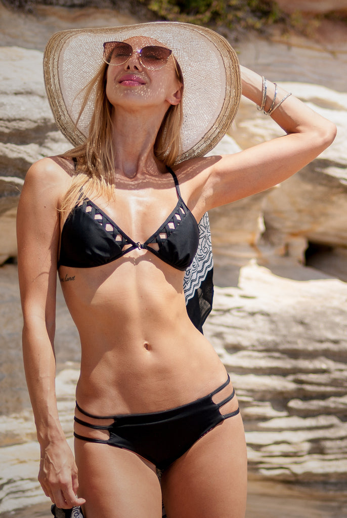 The front open triangle bikini top