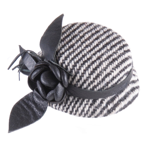 Cocktail hat with leather flowers