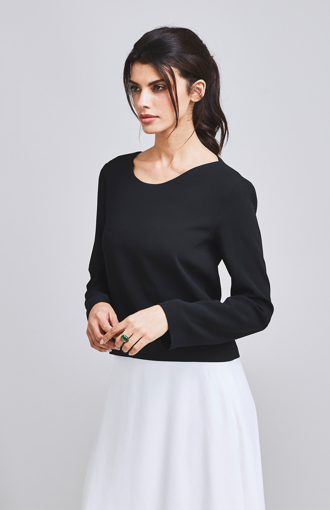 CONSPICUOUS WAVE NECKLINE TOP BLACK