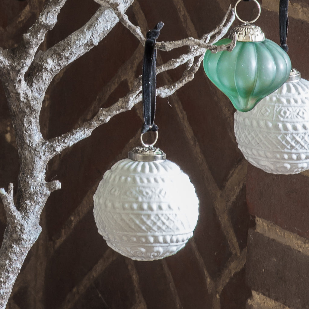 Luxe Embossed White Baubles