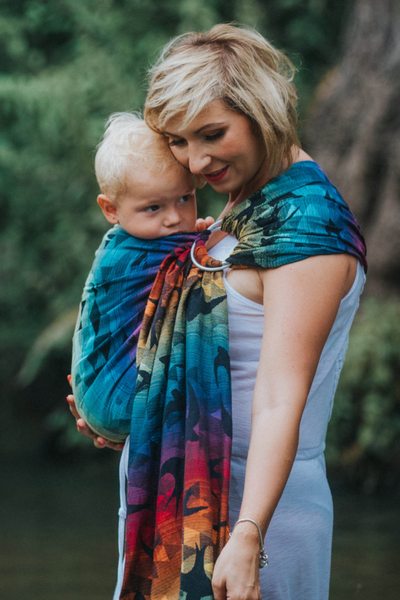 Ringsling, Jacquard Weave (100% cotton), with gathered shoulder - SWALLOWS RAINBOW DARK - standard 1.8m