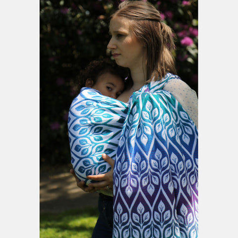 Yaro La Vita Puffy Peacock Rainbow Ring Sling