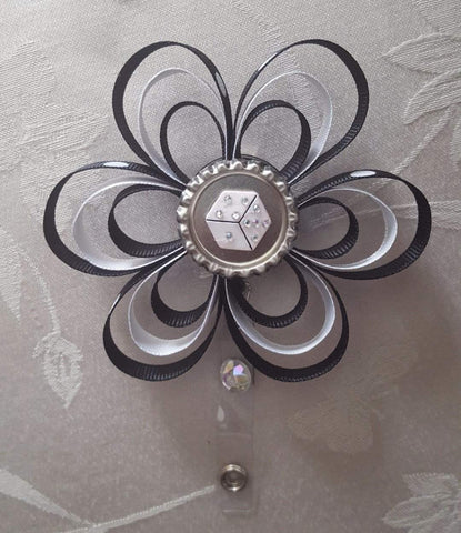 Dice Loopy Flower Badge