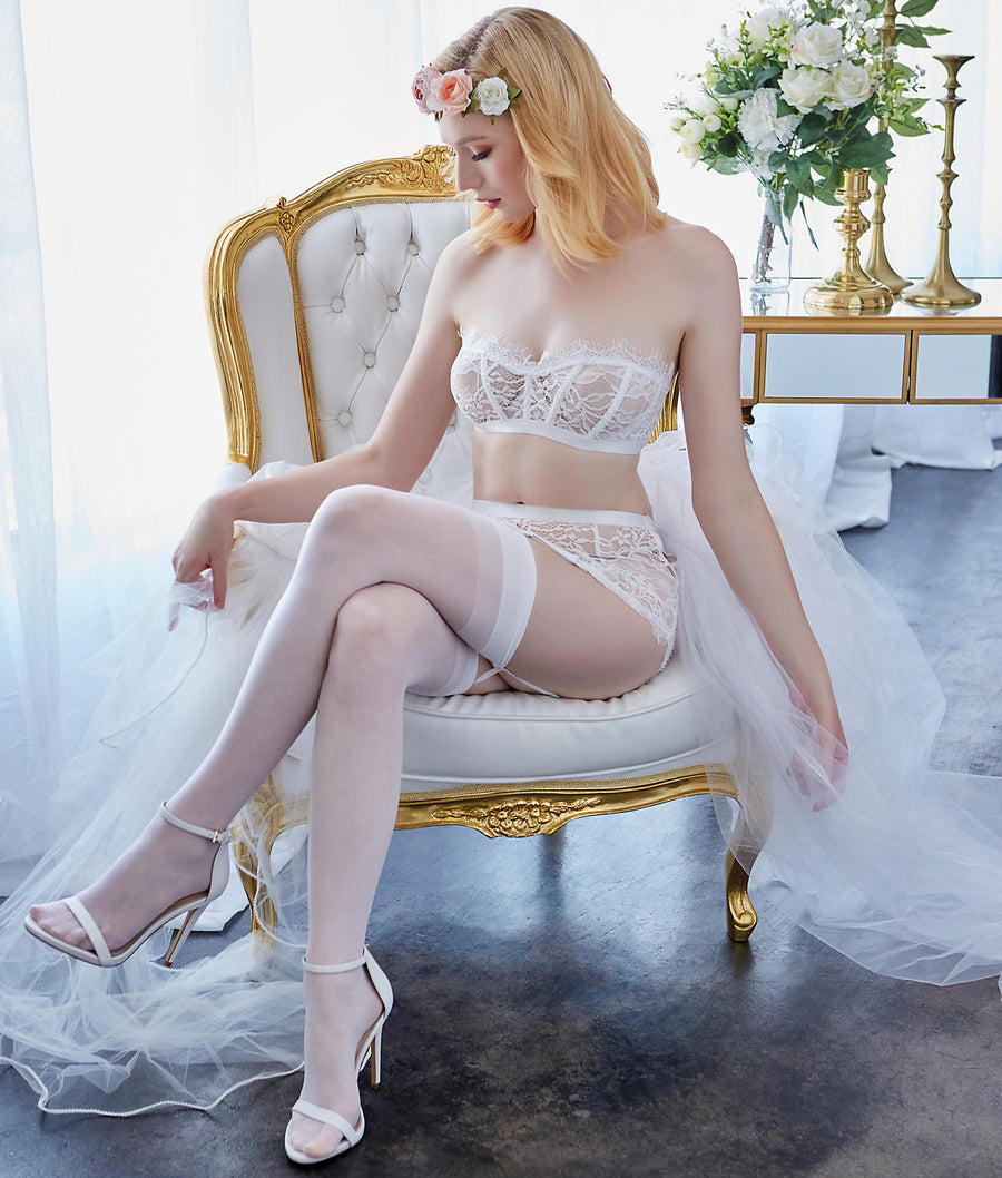 White||Shimmering Lace Bra & Garter Set in White