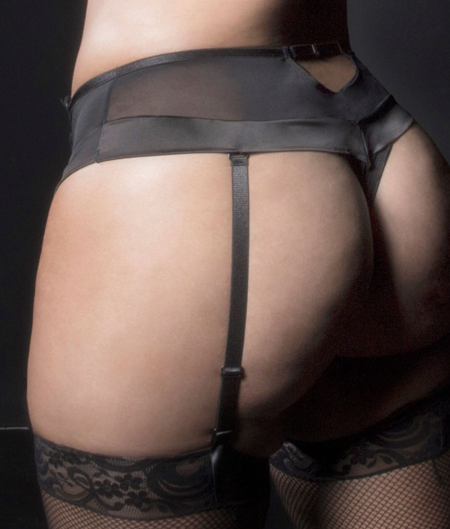 Black||Kaviar Lingerie Plus Size Louise Dramatic Lace Thong in Black