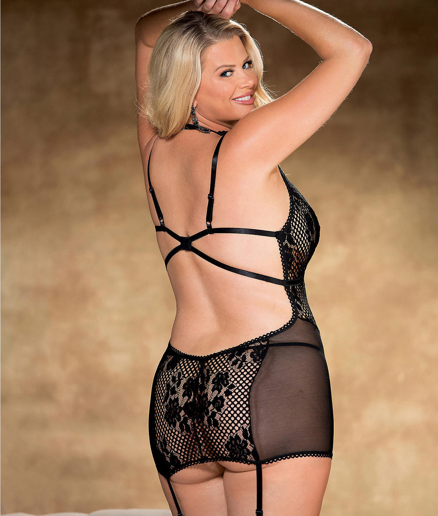 Black||Plus Size Crochet Lace Garter Chemise Set in Black