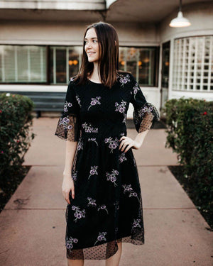 Embroidery Short Sleeve Midi Dress - alma boutique