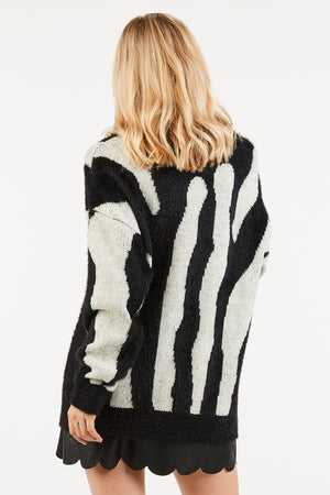 Soft Black and White Print Oversized Sweater - alma boutique