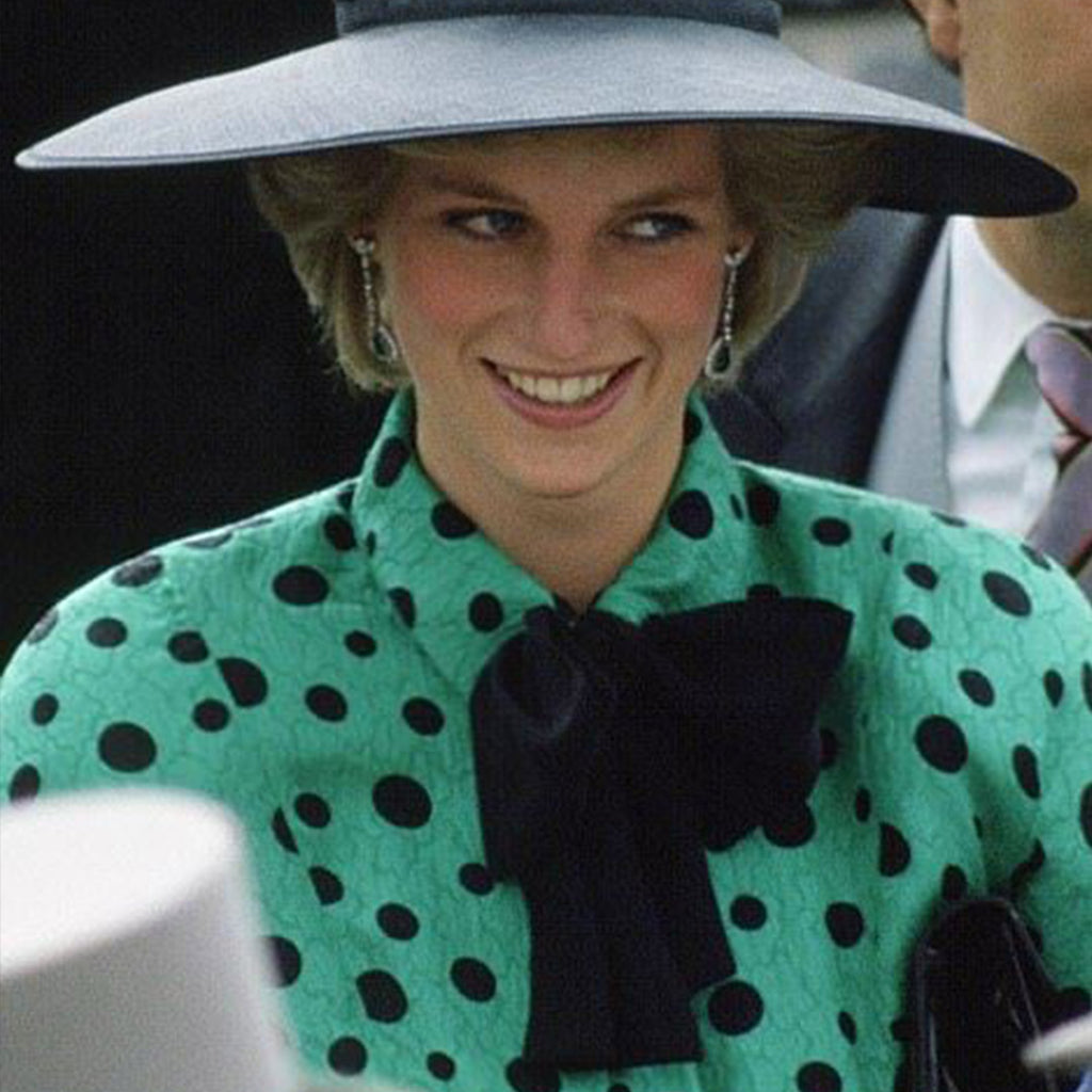 50 Photos of Princess Diana Wearing Bows and Neckties