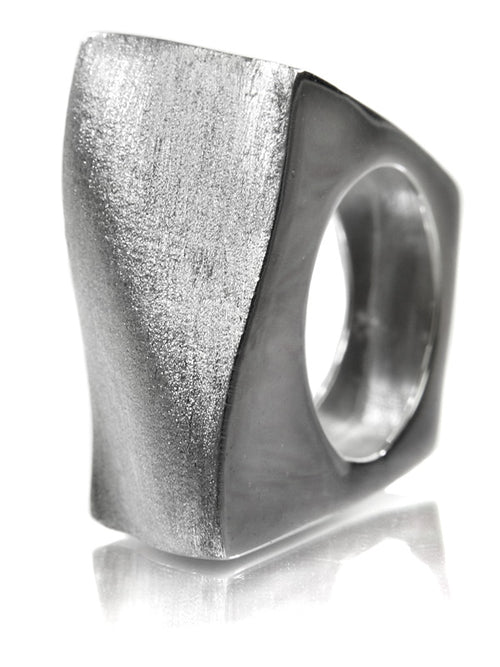 Bilbao Curved Square Ring