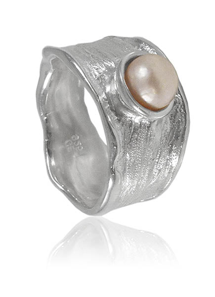 Thin Amazon Pearl Ring