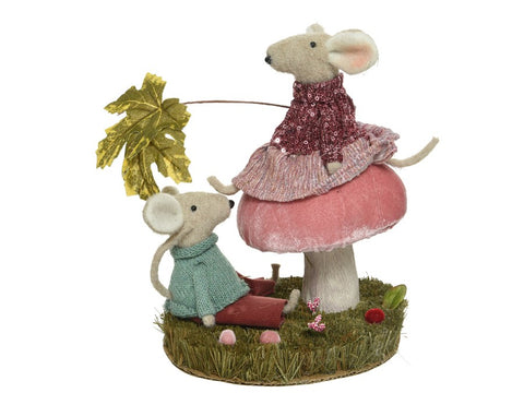 Mouse Couple Decorative Scene