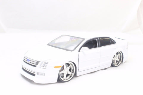 Jada 2006 Ford Fusion White 1/24 Diecast Car New Without Box